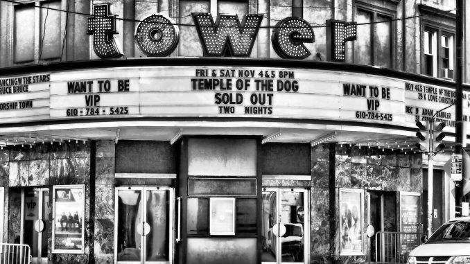 remembering the temple of the dog tour in 10 stunning photos artist waves a voice of the. Black Bedroom Furniture Sets. Home Design Ideas